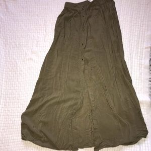 Maxi button up army green light skirt!